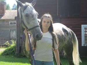 Annelie Eriksson tillsammans med hästen Shajfaklaan