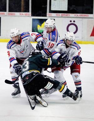 Kristoffer Rödin fastnar hos tre motståndare.