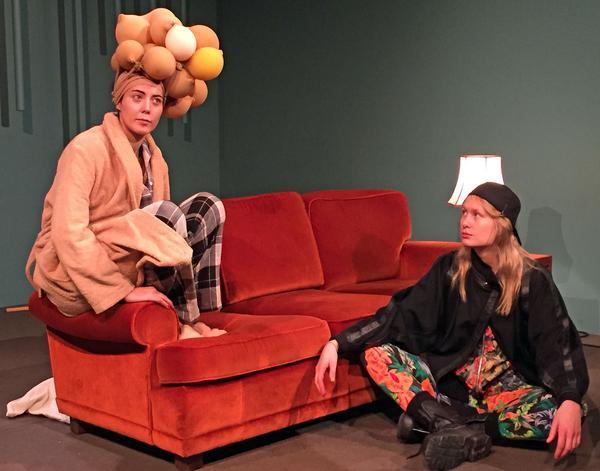 Joséphine Wistedt som Klytaimestra och Petra Heinänen som dottern Elektra i