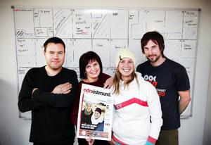 Här är gänget som ger ut Östersunds nya tidning – Extra Östersund. Tidningen kommer att ha en upplaga på 41 000 exemplar. Anders Lundin, Jessica Sjöö, Anna-Karin Landin och Anders Olsson är redaktörer för tidningen.