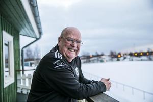 I dag säger vi grattis till fotbollslegendaren Göte Lindberg, Hissmofors. Han fyller 80 år och det tänker han fira på sitt älskade Hissmovallen.