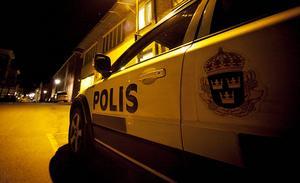 Polisen grep en ung man som misstänks för ringa narkotikabrott för eget bruk.
