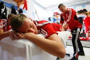 Ibland är det inte så dumt att vara fotbollsspelare på elitnivå. Fråga Johan Wennberg.