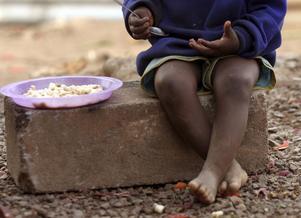 MÅLTID. Insändarskribenten poängterar att över 800 miljoner människor inte kan äta sig mätta.