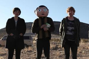 Filmen kretsar kring Frank som aldrig tar av sig paiper-maché-huvudet.