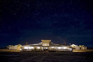 Saltöknen som omger hotellet är lika stor som Skåne.