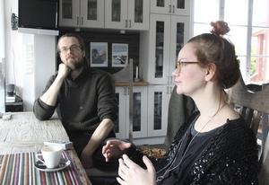 Anna Linnea Liljeholm: – Att i ett samtal möta en främmande människas reflektioner om min konst handlar ofta om att prata om sådant man kanske inte pratar om annars.