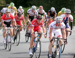 Cyklisterna fick ett hårt test på väg in till branta Granbacken.