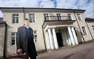 Dosponentvillan i Falun är fortfarande till salu för cirka 12 miljoner kronor. Mäklaren Mats Thomson tror den blir såld, tids nog.Foto: Bons Nisse Andersson