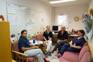 Milagros Gävert, Victoria Norberg, Nina Norrena, Ulla-Karin Wallman skulle gärna vilja testa sex timmars arbetsdag på äldreboendet Tallbacken.