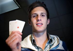 Anton Bertilsson från Härnösand är en av landets hetaste pokerspelare.