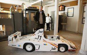PORSCHE JUNIOR. Den är tillverkad av Porsche-fabriken och kommer upp i 51 km i timmen.