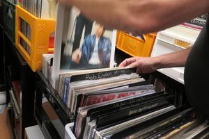 Dylan-uppdelningen på Alla Tiders Skivhandel är på 60- och 70-tal. Mycket av materialet är återutgåvor.