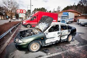 En bil brann utanför Ica-butiken på Gideonsberg natten till fredag.