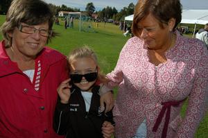 Lova Nylén hade både farmor Johanna Nylén och mormor Ragnhild Jones på plats för att heja. De fick se Lova göra två mål i matchen mot Sollerön.