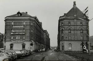 1978. Efter den förödande Sundsvallsbranden 1888 byggdes magasinen i kvarteren Skonerten, Barkassen, Briggen och Kuttern upp – de så kallade