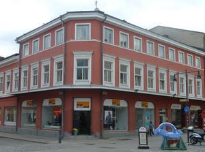 Drottninggatan 10. Här låg Olof Jernbergs gård som August ärvde 1840.