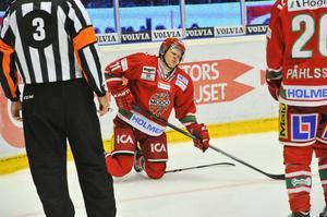 Simon Önerud grinar illa efter att Modo blivit utan poäng mot Skellefteå. Men Modoforwarden får trösta sig med att både han och laget ändå gjorde en av säsongens bästa matcher.