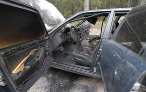 Bilen blev helt utbränd.