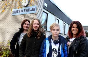 Minervaskolans elever ska intervjua astronauter på ISS. Jenna Molin, Linna Lindström, Emil Lund och Medina Gutic
