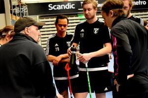 Thomas Brottmans IBF Falun hade många och långa diskussioner kring detaljer i spelet på sista träningen innan SM-slutspelet drar igång.