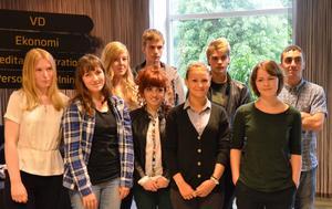 Utvalda. Av 35 sökande valdes tio 18-20-åringar ut till projektet Drömjobbet.