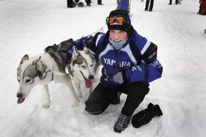 - Bra hundar och mycket träning krävs för att bli bra på draghund. Det finns inga genvägar, säger Helen Israelsson som vann SM i fyrspann i helgen.