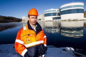Patrik Svensson, dåvarande miljöchefen på Domsjö Fabriker (bilden tagen i januari 2014 till en artikel om problemen med legionellabakterier i fabrikens biorening).  Foto: Leif Wikberg/Arkiv