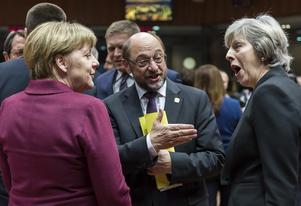 Theresa May till höger kommer att få slutföra Brexitförhandlingarna med ett EU där antingen Angela Merkel eller Martin Schulz är tysk förbundskansler, det tyska valet hålls i höst.  Här en bild från toppmötet i Bryssel i december.