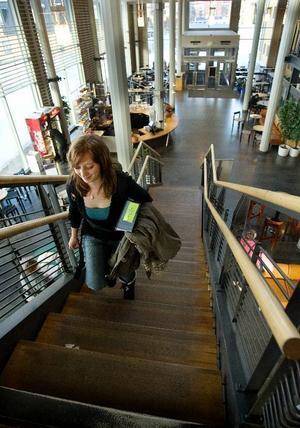 Även om höstterminen snart drar igång finns det fortfarande tid att söka utbildning på Mittuniversitetet.Foto:  Ulrika Andersson