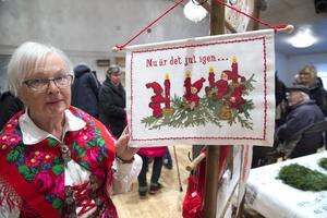 Birgitta Eliasson var nöjd med kundtillströmningen och berättade att medlemmarna i hembygdsföreningen sålt mycket av sådant som hör julen till som julkort, juldukar och julbröd.