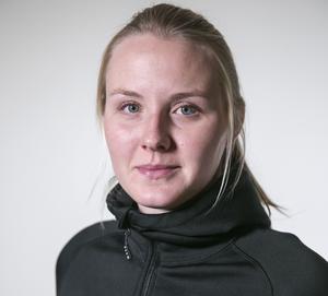Krönikören Elin Nilsson, Idrebo som studerar till brandman. Tidigare deltidsbrandman.