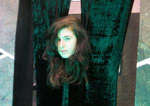 Marie Nikazm Bakken regisserar på Folkteatern.