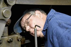 Utan snabbstart. Claes Henry Falck skulle köra åmgloket men fick använda en god stund till att smörja upp loket innan det kunde börja rulla.$RETURN$$RETURN$