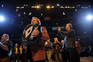 """Jubilerar. Benny Andersson har spelat med sin orkester i tio år nu. Det firar de med att ge ut sitt sjätte album, """"O klang och jubeltid""""."""