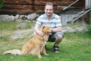 För Thomas Eriksson från Bollnäs var det första gången han var till Mittjasvallen. Pappa Anton har varit där tidigare och tycker det är fint med allt det gamla.