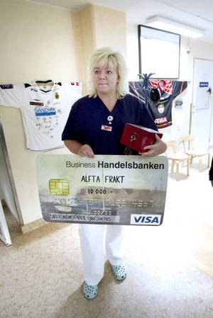 GOD GÄRNING. Enligt sköterskan AnnSofie Johansson hjälper klapparna personalen att skapa julstämning på julafton.