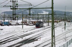 SJ har planer på att sluta köra nattåg längre än till Östersund under perioder som inte är turistsäsong i Åre. På bangården i Östersund vill SJ att Trafikverket ska bygga om så att underhåll- och service kan skötas där i stället för i Duved.