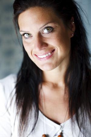 Angelica Jonsson, 32 år, är den nya sångerskan i dansbandet Martinez. Tidigare har hon även spelat piano och gitarr.