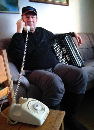 Sture Dahlström, Stugun, irriteras över att telenätet inte fungerade under Dansbandskampen i lördags. Foto: Ingvar Ericsson