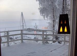 Det är skönt att varainne i stugvärmen när termometern visar minus 32 grader ute.Ope och Storsjön januari 2010 Foto: Anita Brattgrå
