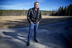Utredningen kring Brattåsmordet har tagit ny fart sedan motorprofilen Lars-Åke Krantz bidragit med nya tips.