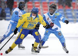 Somalias bandylandslag – här i en match mot Ukraina – har spelat i VM sedan 2014. Men till mästerskapet i Vänersborg i slutet av januari kommer inte laget till spel.