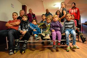 Moviekids. IOGT-NTO Junis är här en kväll i veckan och visar barnbio. Nu är det filmtajm på boendet och ungarna som bor på asylboendet har samlats i filmrummet.