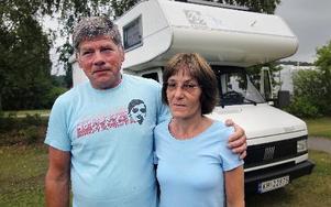 Ett ofattbart besked. Minst 84 unga landsmän blev ihjälskjutna på ön. Torger och Anne-May Hansen har suttit uppe på natten och följt sändningarna.Foto: STAFFAN BJÖRKLUND