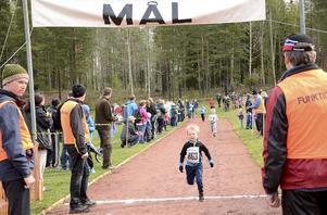 Målgångarna var många. Totalt deltog närmare 800 löpare under årets Wedevågslopp, av dessa var över 600 barn och ungdomar.
