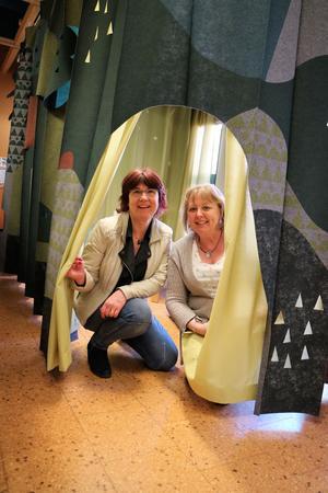 Lisbeth Lundberg, barnbiblioteksansvarig, och Monica Danielsson, bibliotekschef.