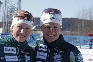 Glada miner i målfållan sedan Jenny Jonsson, till höger, hade vunnit SM-guldet i sprint med syrran Helena Ekholm som fyra.