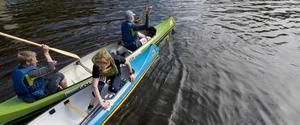 Tänk efter innan du ger dig ut i kanot i Kolbäcksån de närmaste dagarna. De höga flödena skapar starka strömmar.