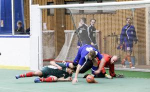 Målvakten Kjell Sapa och nya Bollnäs Kurd kämpade tappert – men fick till slut ge sig mot Bollnäs GIF 2.
